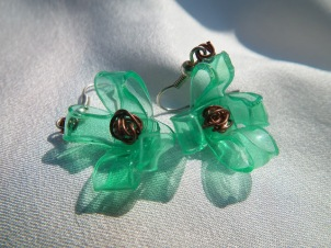 recycle plastic from bottle to jewelry